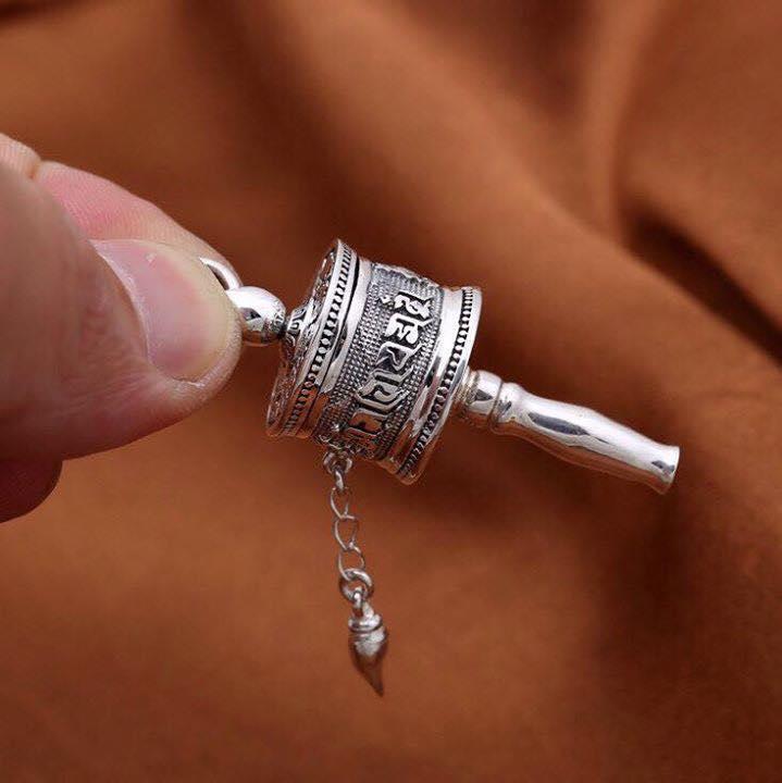 Mặt dây chuyền kinh luân khắc Om Mani và Bát Cát Tường
